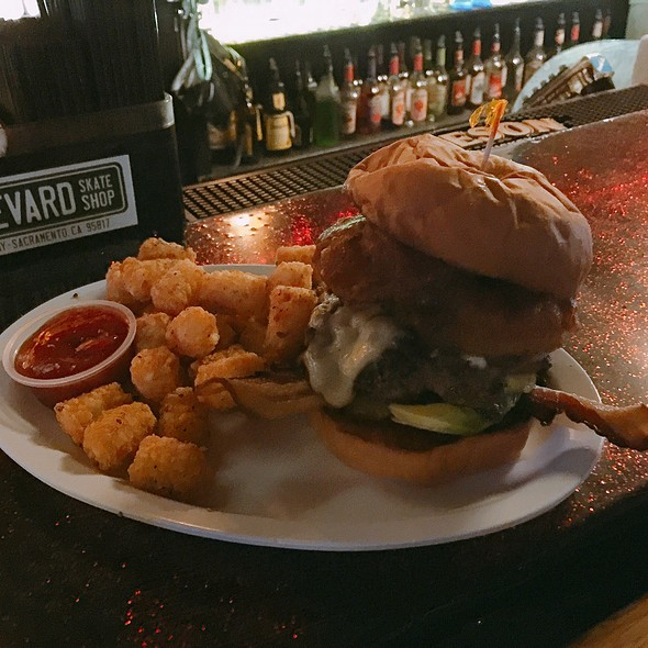Jason Royale Burger @ The Hideaway