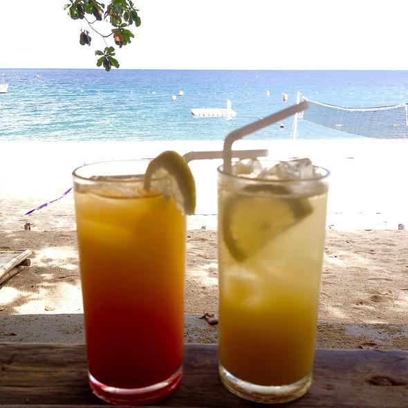 Cocktails @ La Luz Beach Resort