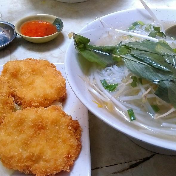 炸墨魚餅湯檬 Special Deep Fried Cuttlefish Cakes in Noodle Soup @ 西貢越南湯河 Pho Saigon