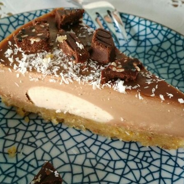 Raw Cake With Pears Chocolate And Coconut