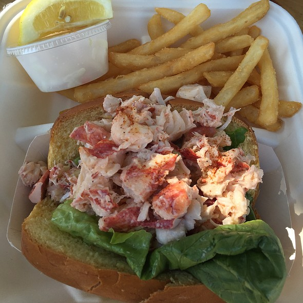Lobster Roll (Sandwich) @ Chatham Pier Fish Market