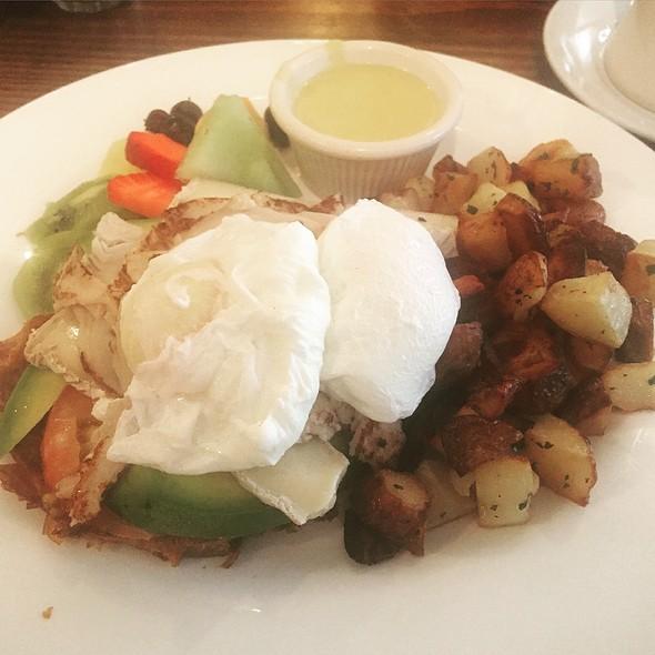 Eggs Benedict @ Cafe Bastille