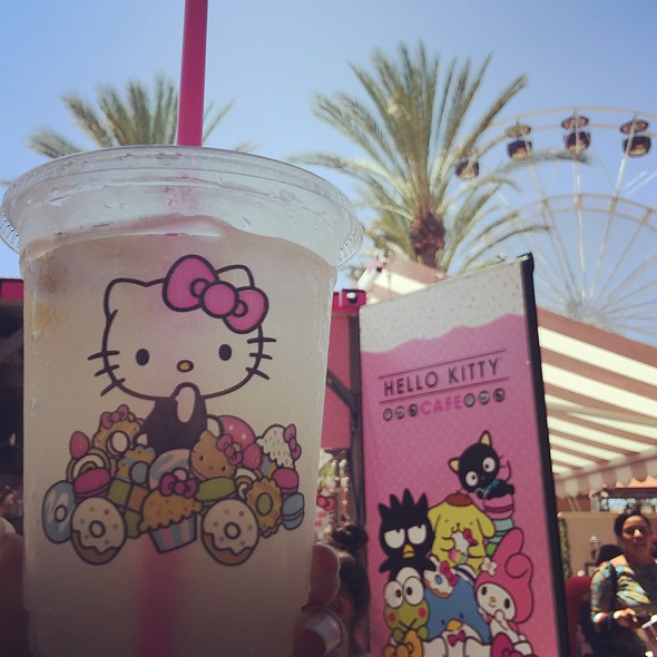 Lemonade @ Hello Kitty Cafe Pop-Up