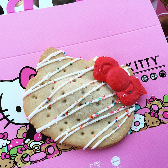 Hello Kitty Pocket Pie @ Hello Kitty Cafe Pop-Up