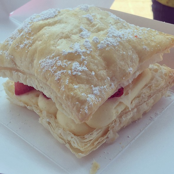 Strawberry Custard Pastry Puff @ Hello Kitty Cafe Pop-Up