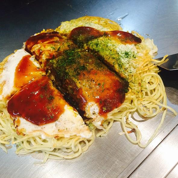 Hiroshima Style Okonomiyaki @ うさぎ