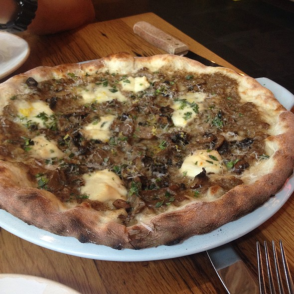Funghi Pizza @ Jamie's Italian Yorkdale