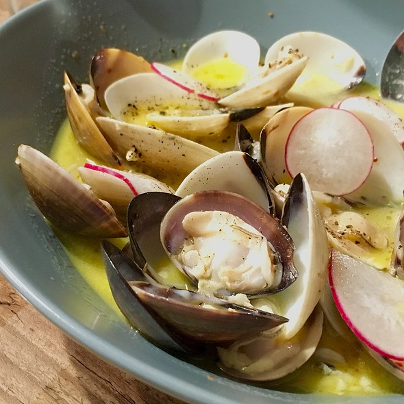Steamed Clams In White Wine @ Micasa Kitchen & Bar