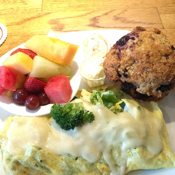 Veggie Omelet @ Pig 'N Pancake