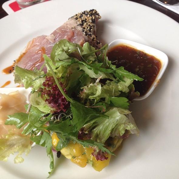 Yellowfin-Tuna On Mango-Avocado Tatar And Herb Salad @ Meschugge