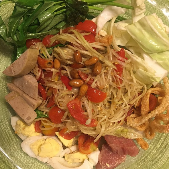 Papaya Salad @ Banh Somtum