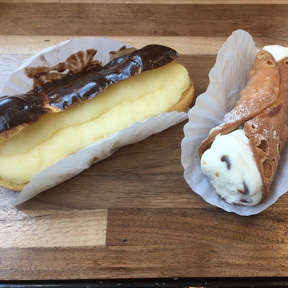 Canoli & Eclair @ Stella Pastry and Cafe