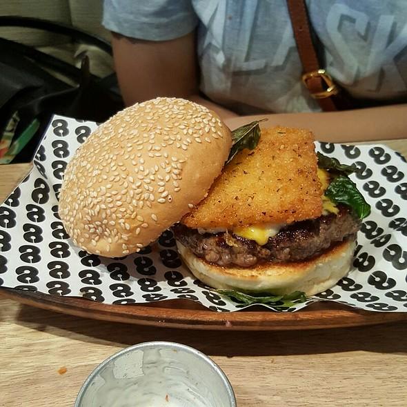 Four Cheese Burger @ 8 Cuts Burger Blends ATC