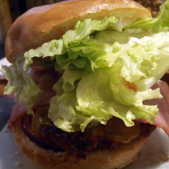Madrid burger @ Tate's