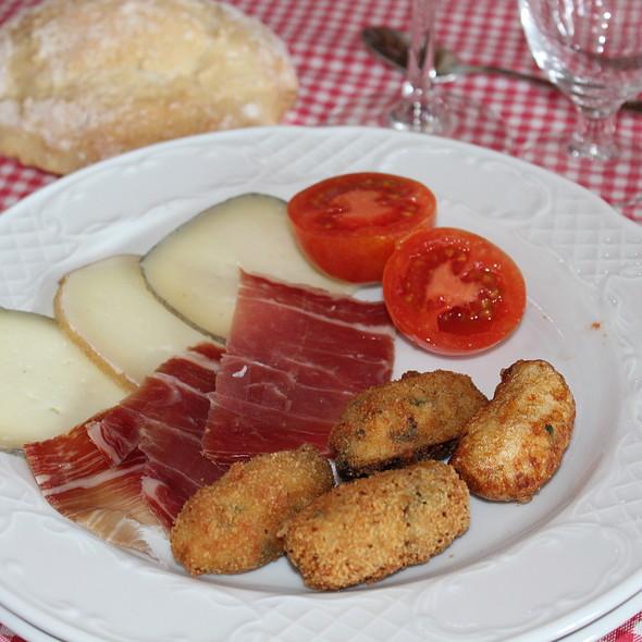 Bodegas bar n d 39 alba croquetas caseras foodspotting - Bodegas caseras ...