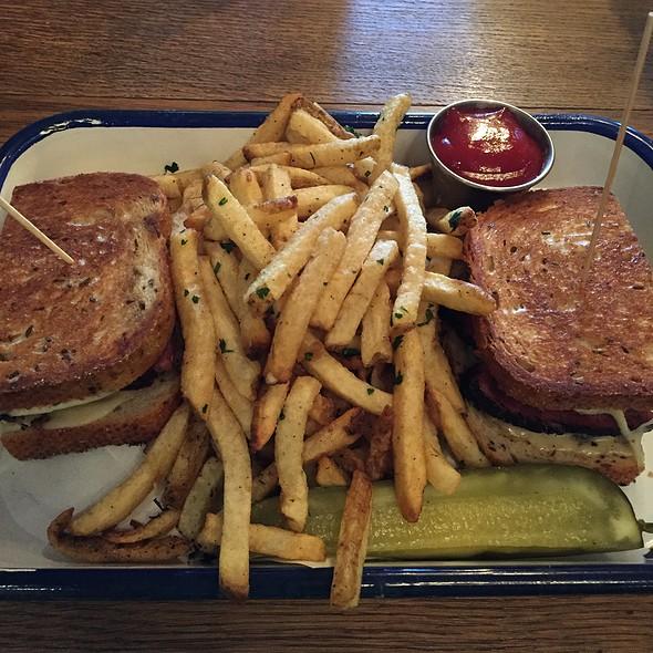 Rare Form 44 Sandwich @ Rare Form