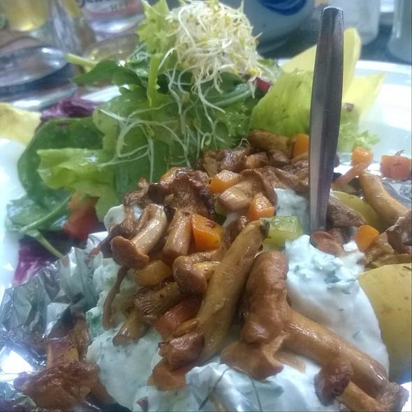 Summer Salat With Chanterelles @ Buschwiese/Hirschgarten