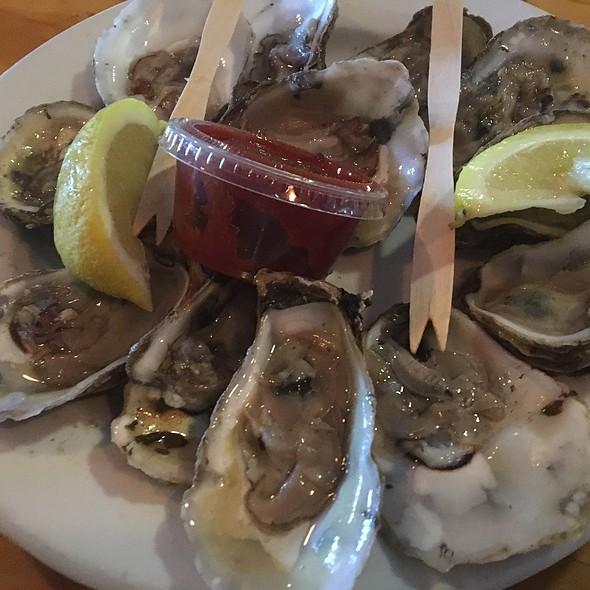 Oysters @ Ocracoke Oyster Company