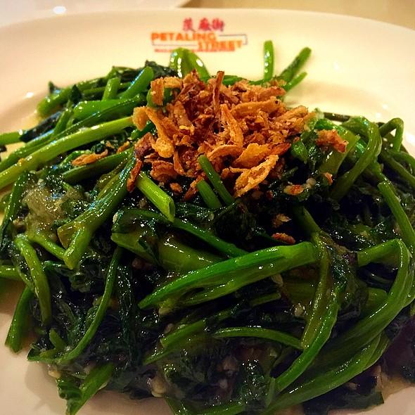 Stir Fried Kang Kung With Garlic