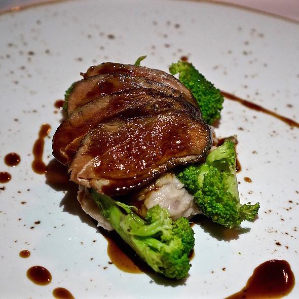 Harmony Ridge duck breast, mashed potatoes, broccoli, duck jus @ Heirloom