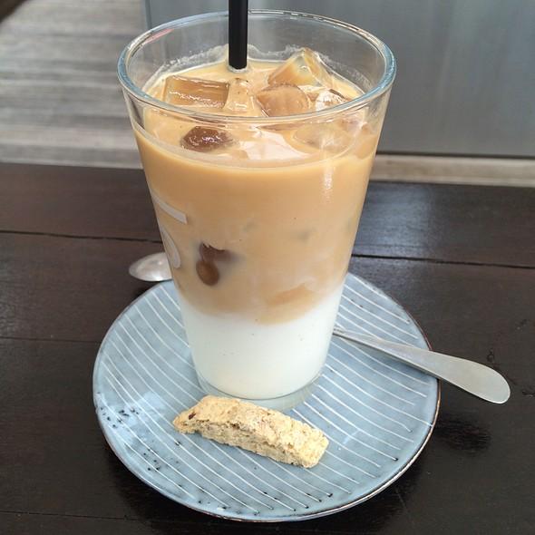 Iced Caffe Latte @ Salonplafond