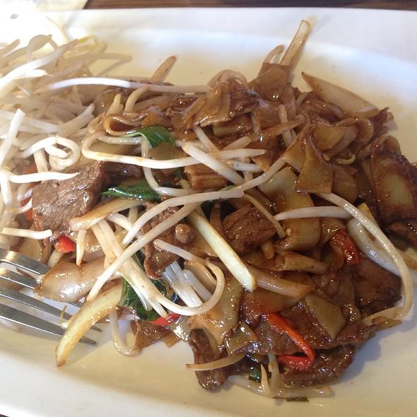 Beef Pad See Ew @ Lers Ros Thai Noodles