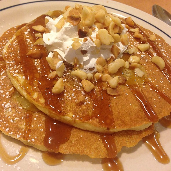 Banana Macadamia Nut Pancakes @ International House Of Pancakes