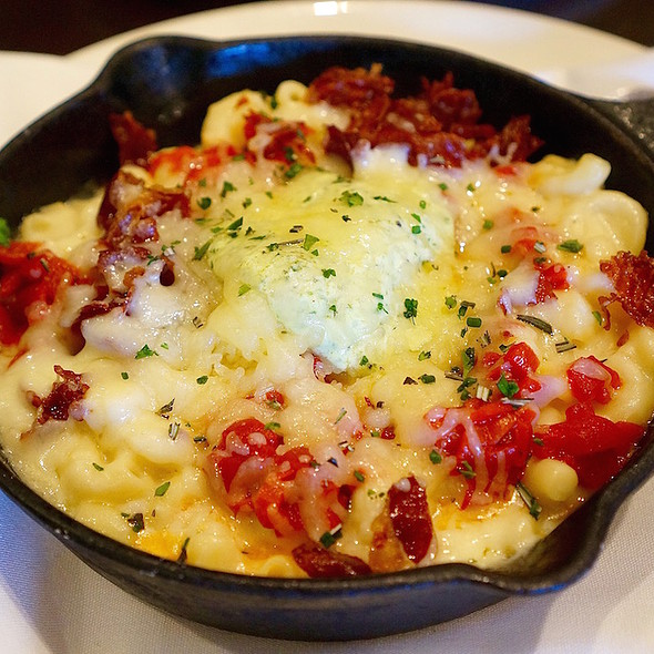 Macaroni and cheese, grilled piquillo peppers, crispy country ham, goat gournay cheese @ The Asbury