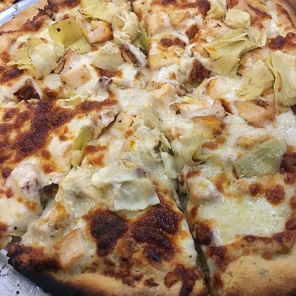 Chicken Garlic Pizza With Artichokes @ The Spot Cafe