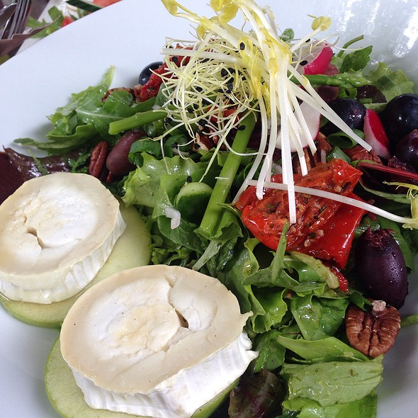 Goat Cheese Salad I love goat diary products and this is no exception, it is little in portion though, the whole salad I mean but the combination is great consisting of goat cheese obviously, lettuce, apple, walnuts, raspberry & balsamic vinegar @ Hotel 't Waepen Van Veere