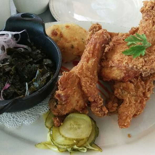 fried chicken @ Chef Art Smith's Homecoming