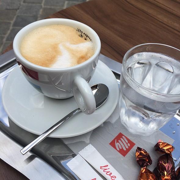 Cappuccino @ Harry Holzer Mödling