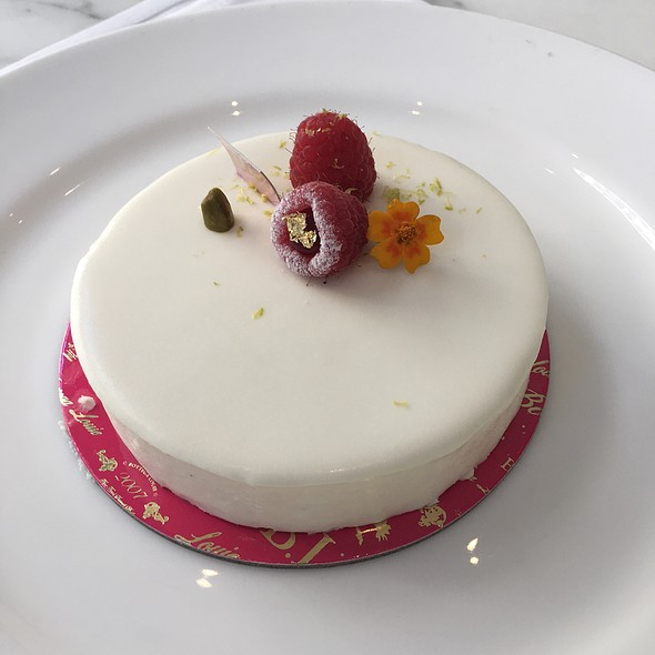 Cheesecake @ Bottega Louie Restaurant and Gourmet Market