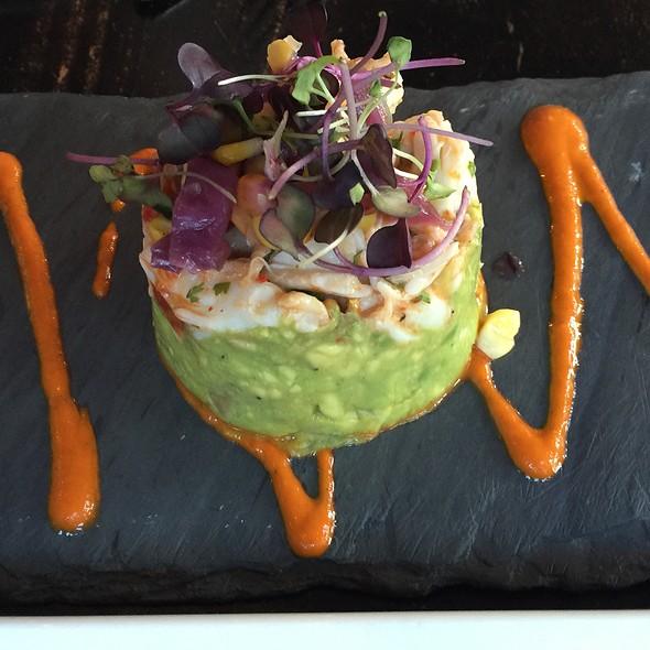 Jumbo Lump Crab Cakes And Spicy Avocado Salad @ Mezetto