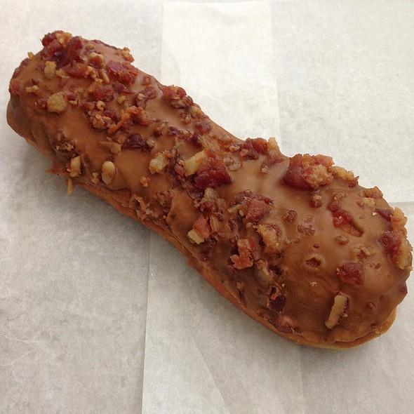 Maple Bacon Long John @ Blue Dot Donuts