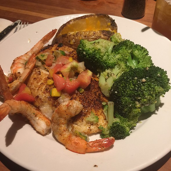 Grilled Talapia And Shrimp With Mango Salsa And Seasoned Broccoli