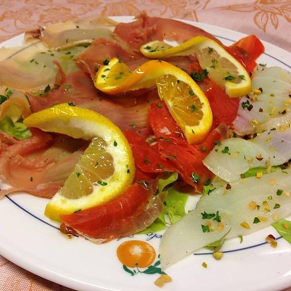 Affumicati misti, con Tonno, Pescespada, Salmone selvaggio Baccalà e graniglia di pistacchio
