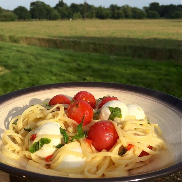 Tomato Mozzarella Linguine @ Little Venice Country Park