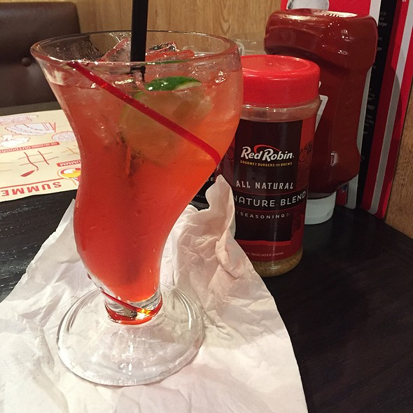 Bottomless Very Berry Raspberry Limeade @ Red Robin Gourmet Burgers