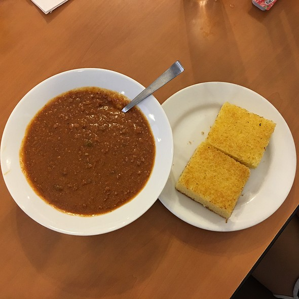 Chili & Cornbread @ Zippy's Makiki