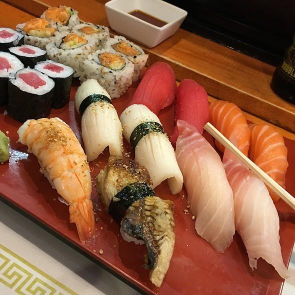 Sushi Deluxe @ Nizi Sushi