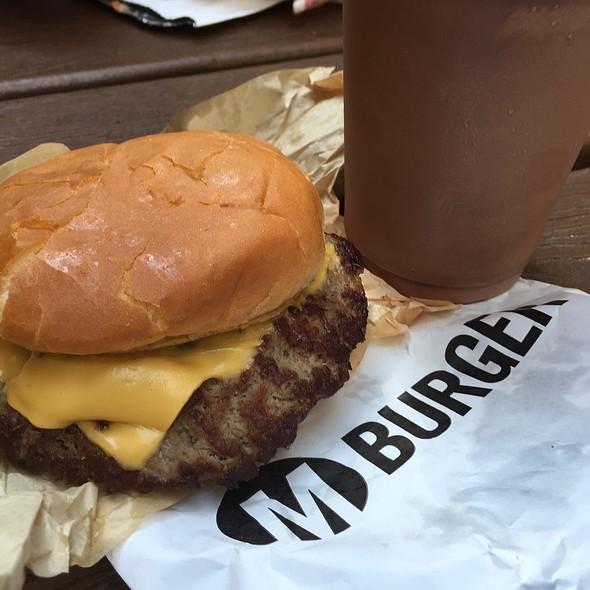 Cheeseburger @ M Burger