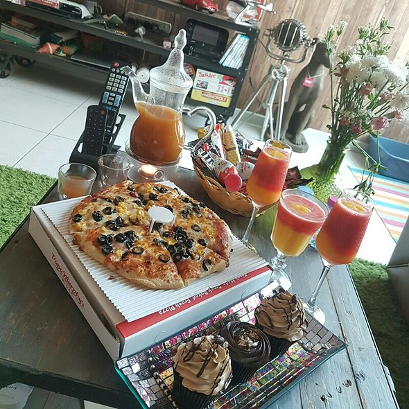 Pizza And Cupcakes