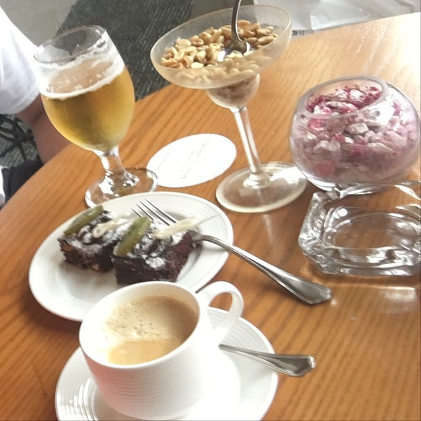 Beer, Cafe Latte & Desserts