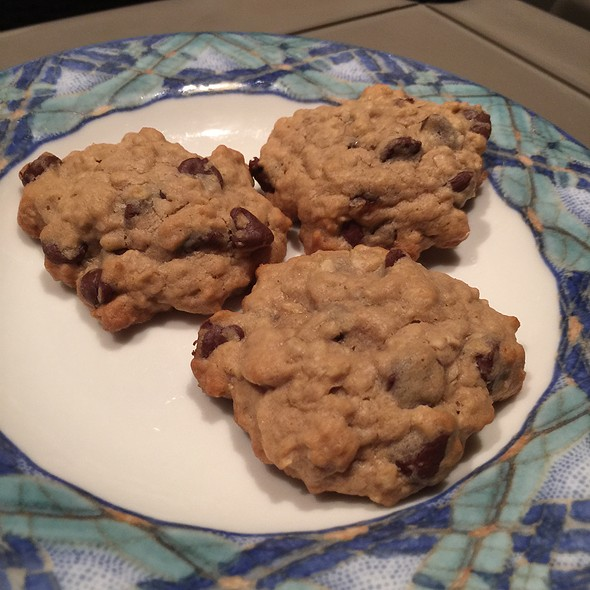 Chocolate Chip Oatmeal Cookies @ Ractoids Place