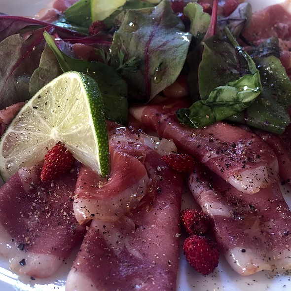 Smoked Breast Duck Salad