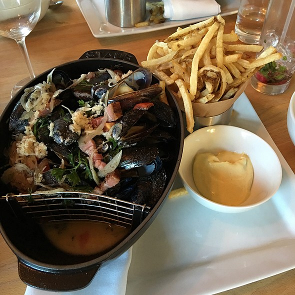 Moules Frites @ New Scenic Cafe Catering