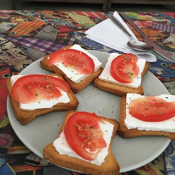 Goat Cheese And Tomato Bruchetta