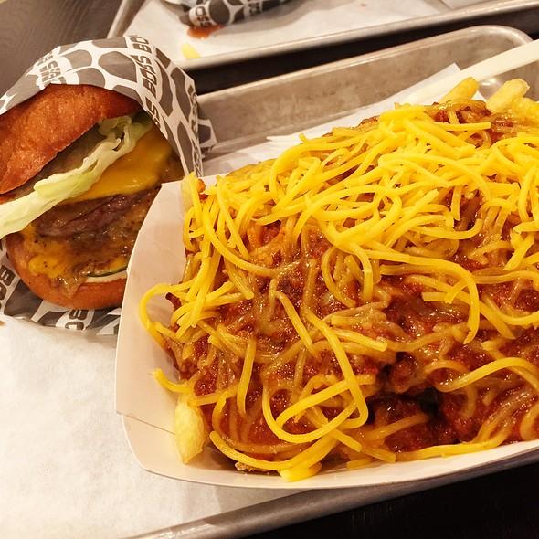 Boss Burger And Chili Cheese Fries
