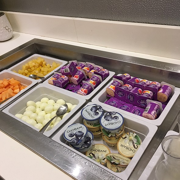 Yogurt & Fruit Bar